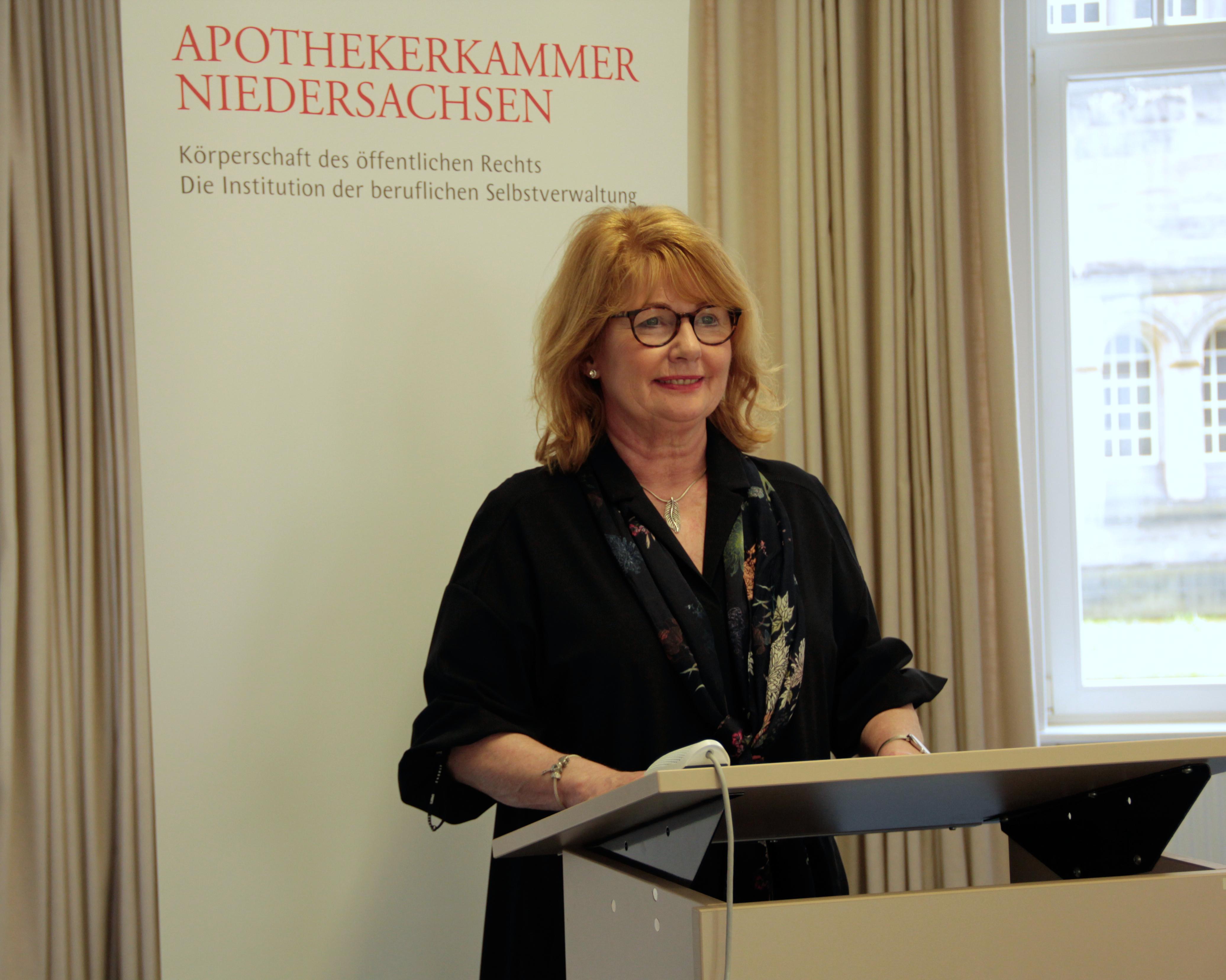 Cathrin Burs, Präsidentin der Apothekerkammer Niedersachsen