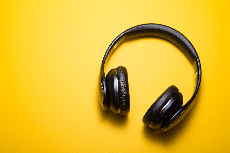 AzetPR Podcast – Dreiklang: Episode 1 Tipps und Tricks rund um Linkedin